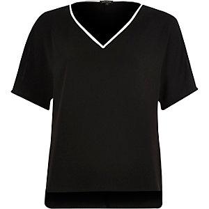 Black contrast V-neck T-shirt