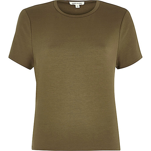 T-shirt vert kaki noué dans le dos
