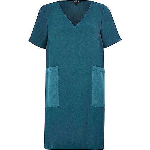 Robe t-shirt bleue à empiècements et poches
