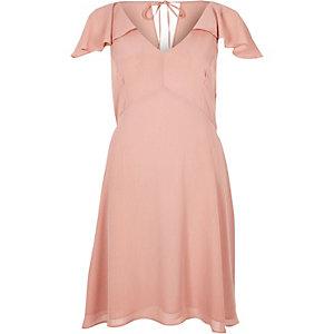 Robe cape rose à volants