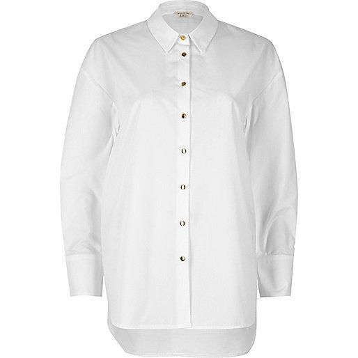 Weißes, langes Popeline-Hemd
