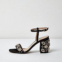 Sandales noires ornées à talon carré