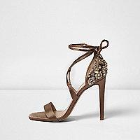 Sandales à talons marron clair ornées