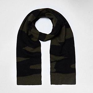 Khaki camo blanket knit scarf