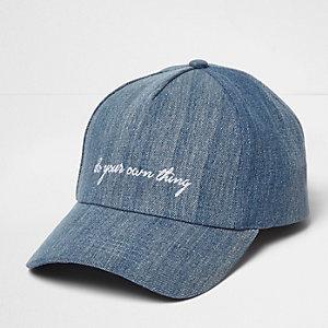 "Blaue Jeanskappe mit ""DYOT""-Slogan"
