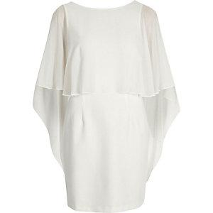 Robe moulante blanche effet cape