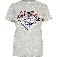 T-shirt gris avec cœur orné de sequins