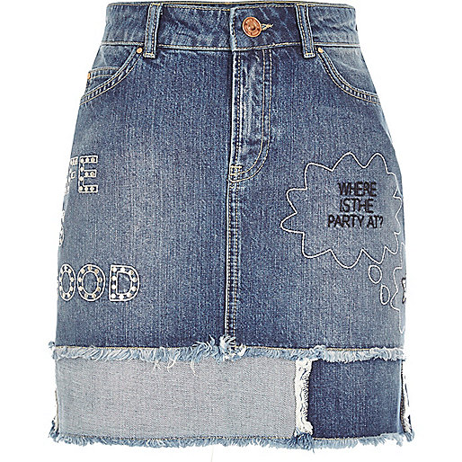 Mini jupe en jean à délavage moyen avec slogan