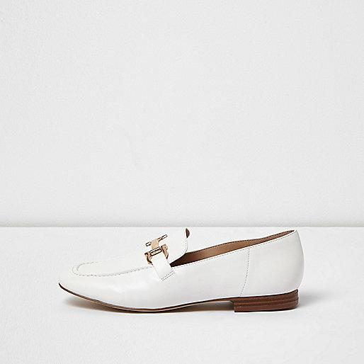 Weiße, weiche Loafer