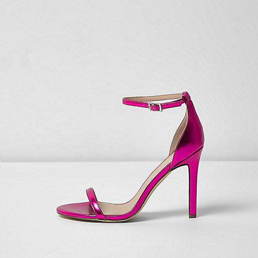 Zarte, weite Riemchensandalen in Metallic-Pink