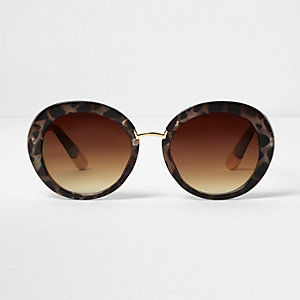 Brown animal print smoke tinted sunglasses