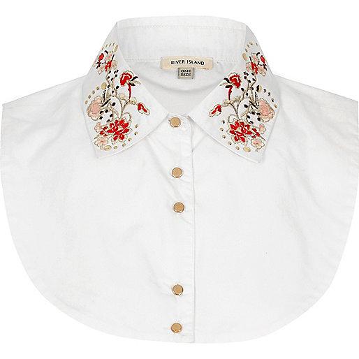 White floral bib collar