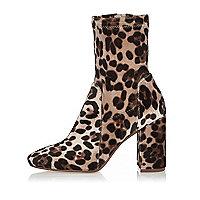 Braune Stiefel mit Leopardenprint, Blockabsatz und weiter Passform