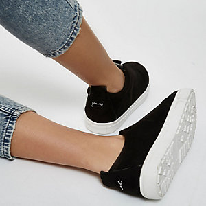 Black wide fit slogan heel print plimsolls