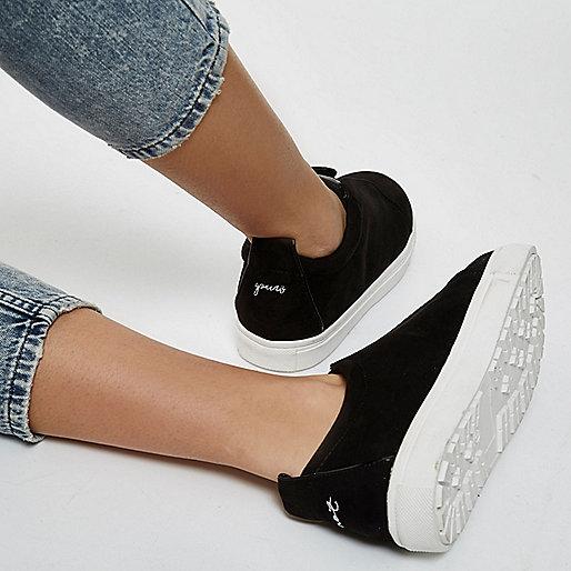 Black wide fit slogan heel print plimsolls