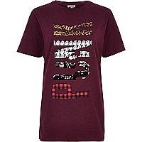 T-shirt boyfriend rouge à imprimé Punk orné de sequins