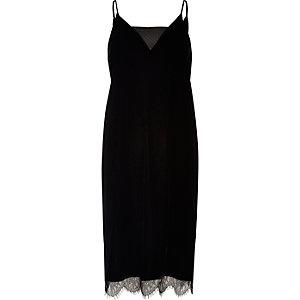 Schwarzes Trägerkleid aus Samt und Spitze