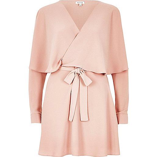 Langärmliges Kleid mit Rüschen in Pink