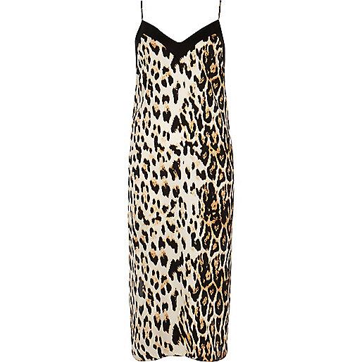 Robe caraco mi-longue léopard