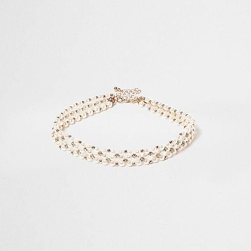 Weißes Halsband mit Perlen