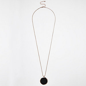 Rose gold tone circle pendant necklace
