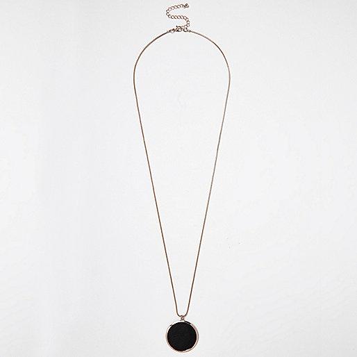 Halskette mit rundem Anhänger in Roségold