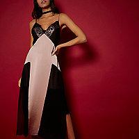 RI Studio – Trägerkleid mit Spitzenakzenten in Rosa