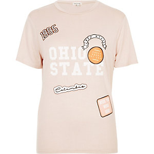 Coral badge print T-shirt