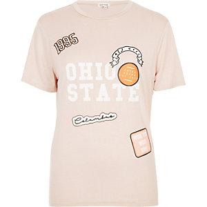 T-shirt corail à emblème imprimé