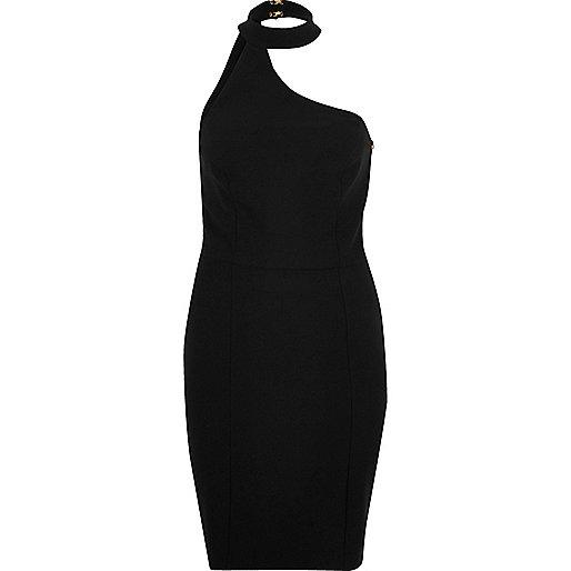 Robe noire à encolure asymétrique et tour de cou