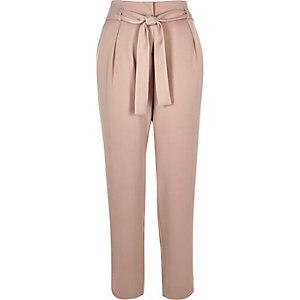 Pantalon fuselé rose doux avec cordon