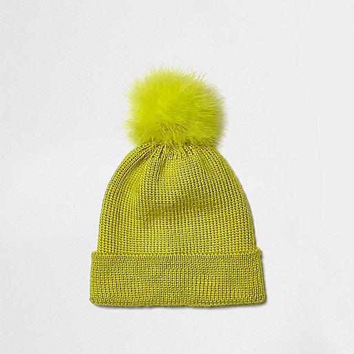 Bonnet en maille jaune fluo à pompon