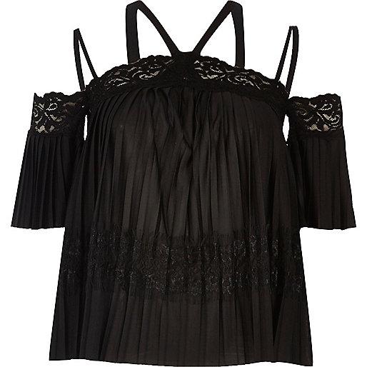 Top noir plissé avec empiècement en dentelle col Bardot
