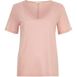 Pink scoop V-neck T-shirt