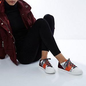 RI Studio – Weiße Sneaker mit Blockfarben
