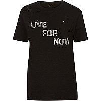 Schwarzes, besticktes T-Shirt mit genibbelten Kanten