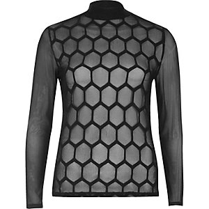 Top col montant en tulle noir à motif hexagonal