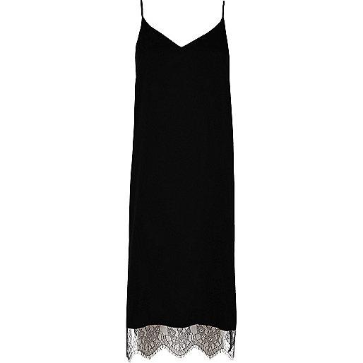 Robe caraco mi-longue noire avec ourlet en dentelle