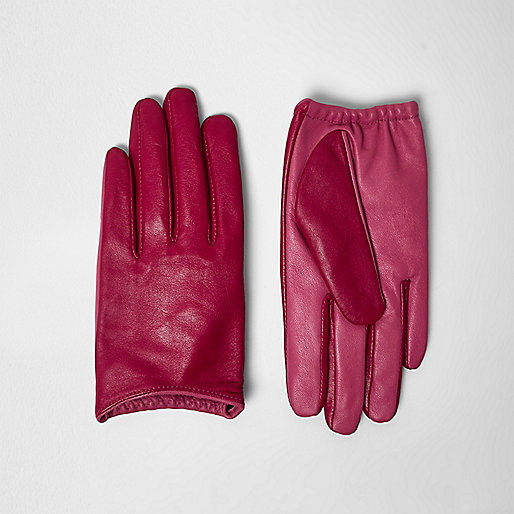 Red clashing leather driving gloves