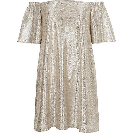 Robe trapèze dorée métallisée à encolure bardot