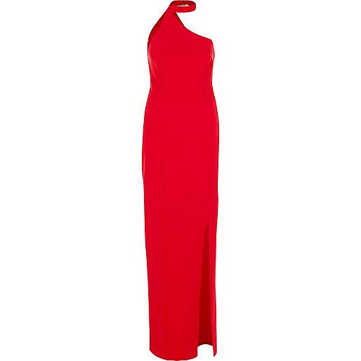 Robe longue rouge à encolure asymétrique et tour de cou