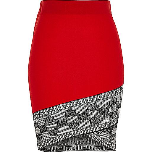 Jupe crayon rouge style portefeuille à bordure contrastante