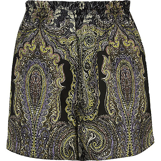Green paisley print causal shorts