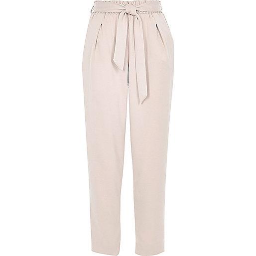 Pantalon fuselé rose avec cordon à la taille