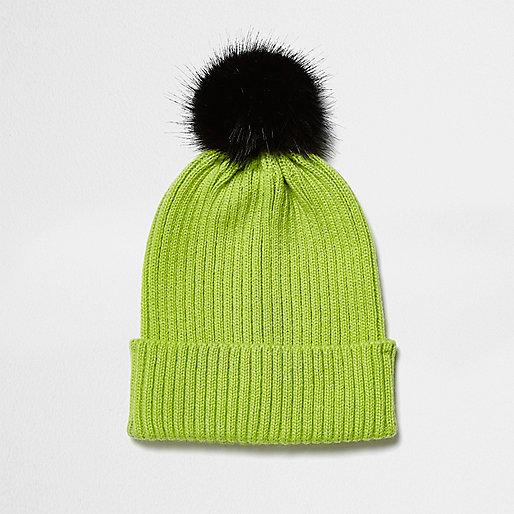 Bonnet vert citron avec pompon noir