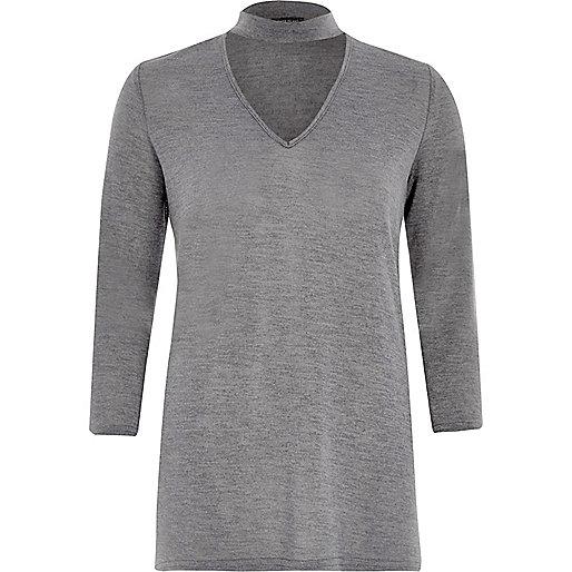 Top gris foncé effet ras du cou en tricot