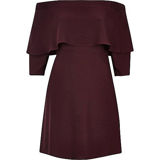 Dunkelrotes Swing-Kleid mit Schulterausschnitten