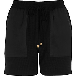 Black houndstooth print panel shorts