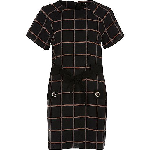 Robe t-shirt à carreaux noire avec nœud