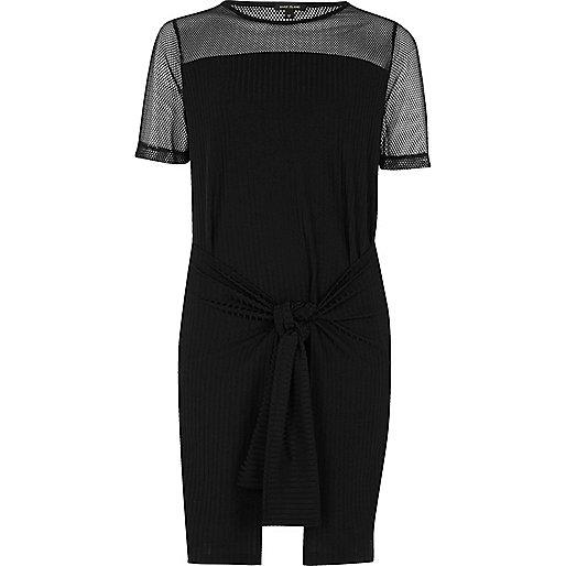 Robe t-shirt noire nouée sur le devant avec empiècement en tulle